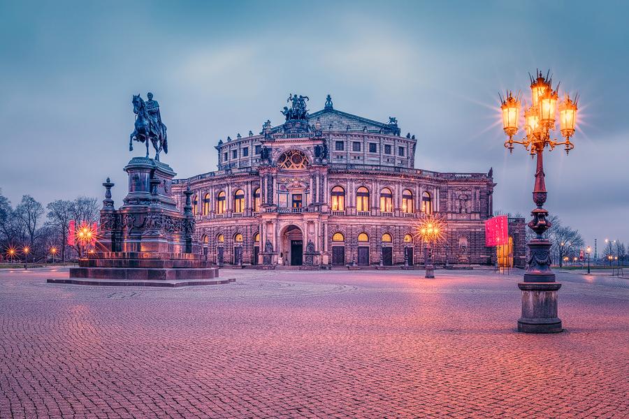 Theaterplatz mit Semperoper (Dresden / Sachsen)