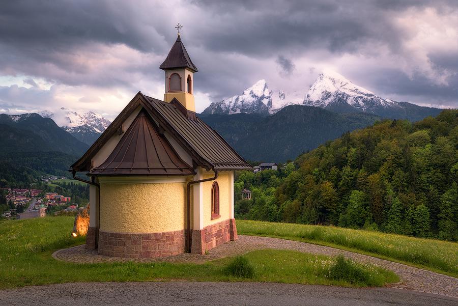 Locksteinkapelle vor dem Watzmann