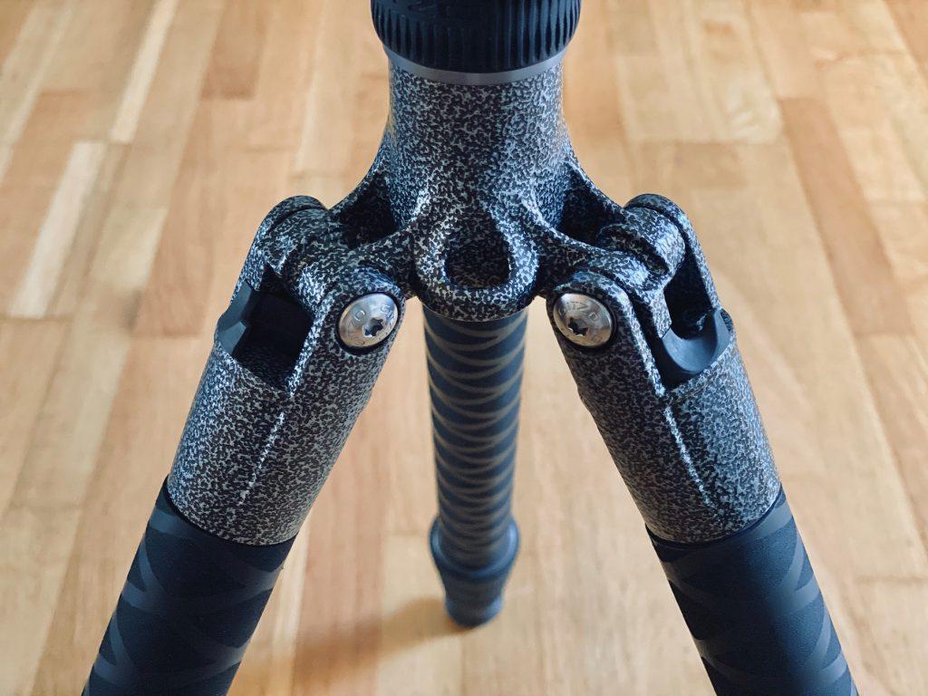 DIY-Schutz für Stativbeine aus Carbon - stehend